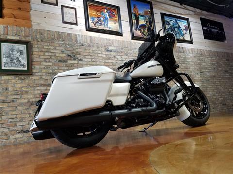 2018 Harley-Davidson Street Glide® Special in Big Bend, Wisconsin - Photo 4