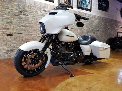 2018 Harley-Davidson Street Glide® Special in Big Bend, Wisconsin - Photo 30