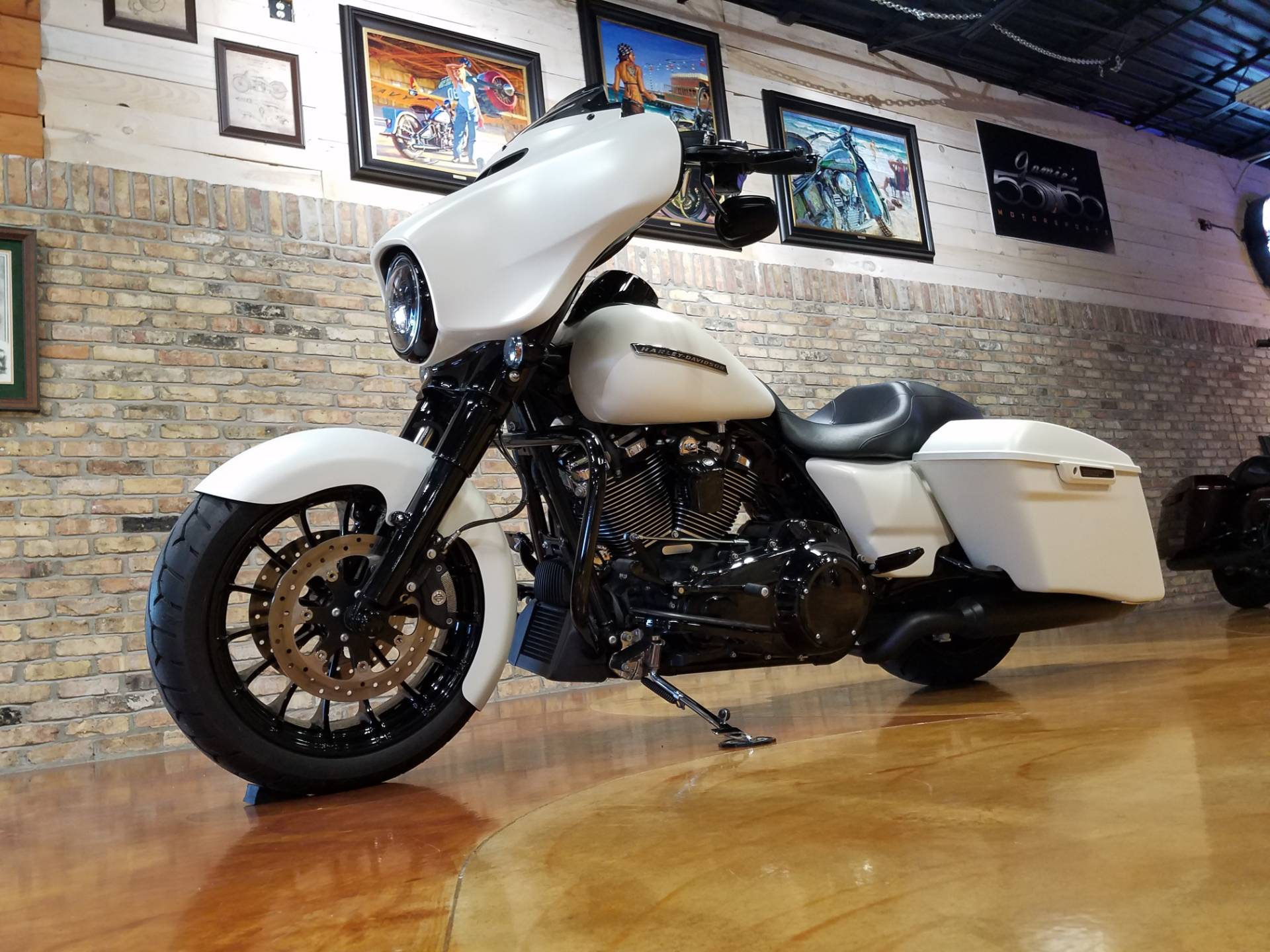 2018 Harley-Davidson Street Glide® Special in Big Bend, Wisconsin - Photo 31