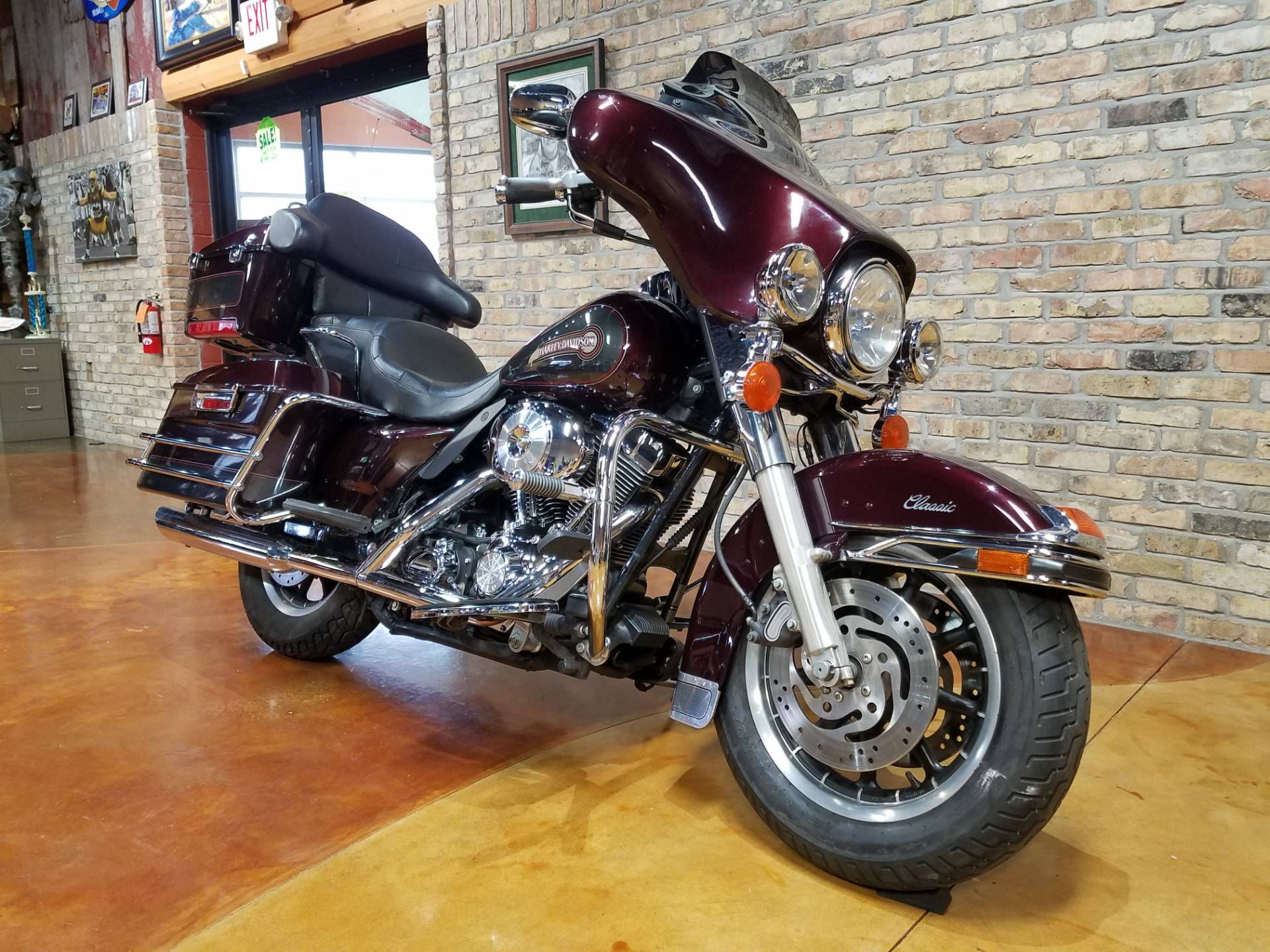 2005 Harley-Davidson FLHTC/FLHTCI Electra Glide® Classic in Big Bend, Wisconsin - Photo 2