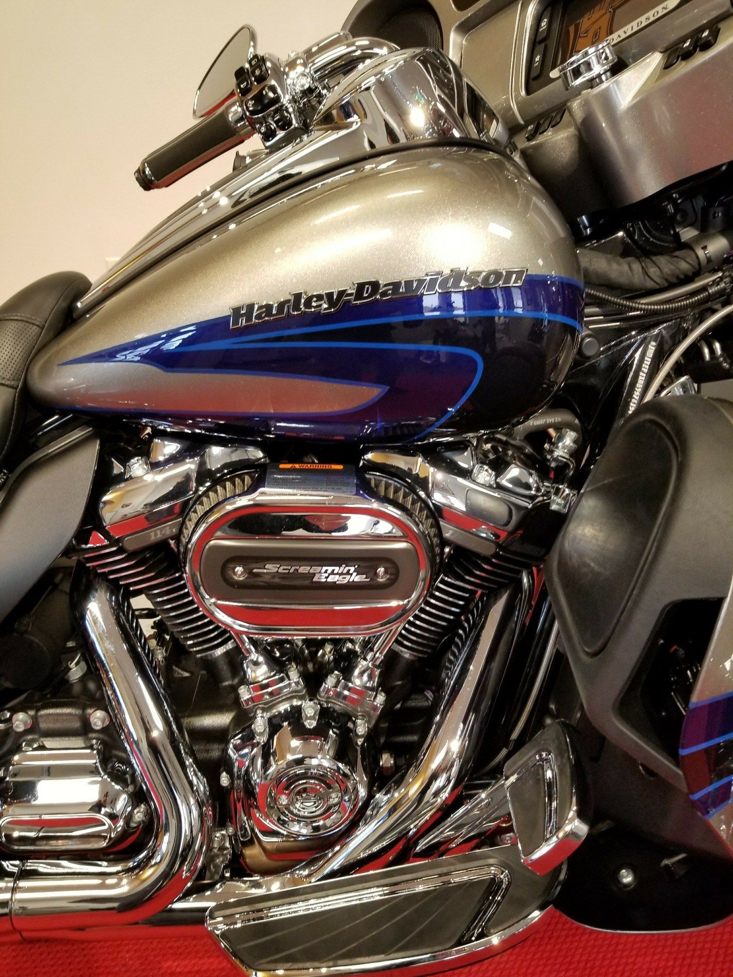 2017 Harley-Davidson CVO™ Limited in Mentor, Ohio - Photo 2