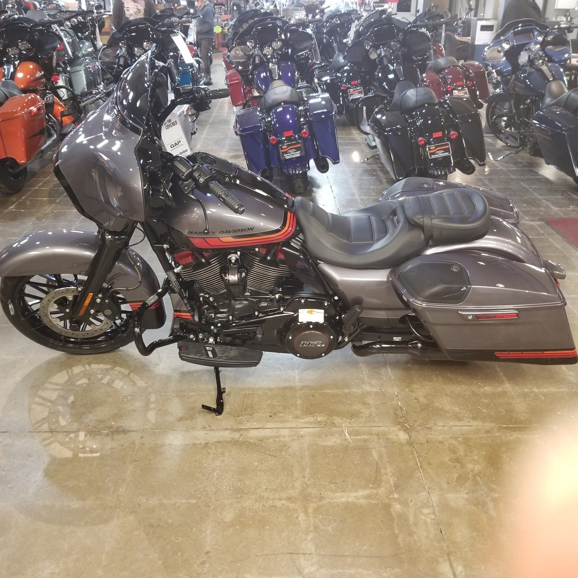 2020 Harley-Davidson CVO™ Street Glide® in Mentor, Ohio - Photo 11