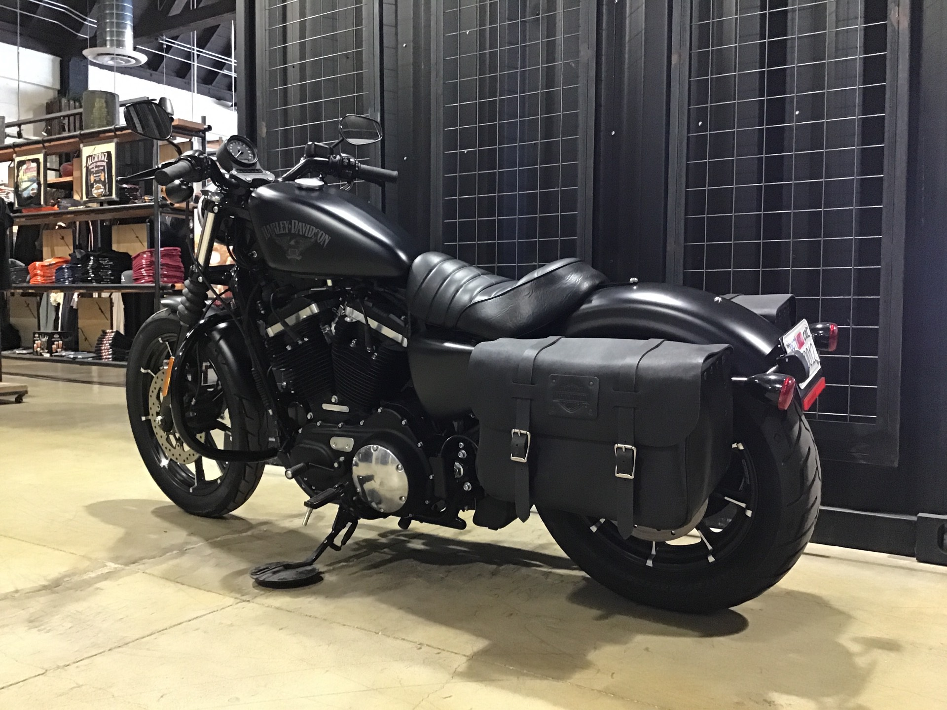 2017 Harley-Davidson Iron 883™ in San Francisco, California - Photo 9