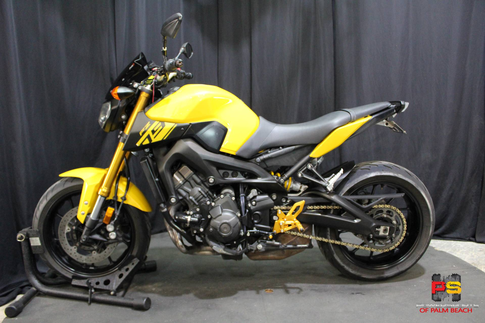 2015 Yamaha FZ-09 in Lake Park, Florida - Photo 16