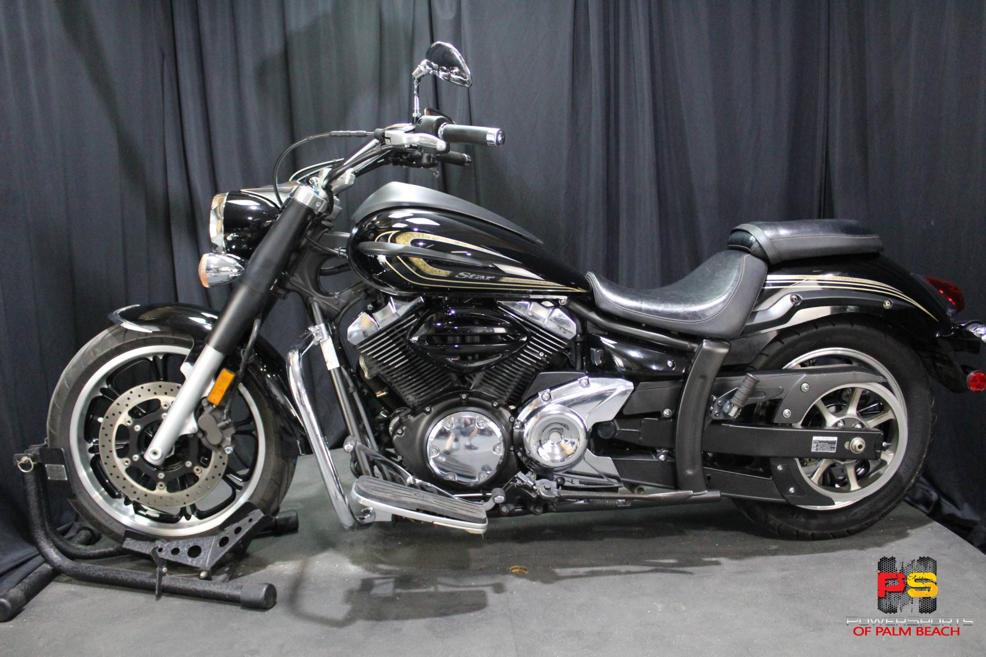 2013 Yamaha V Star 950 in Lake Park, Florida - Photo 16