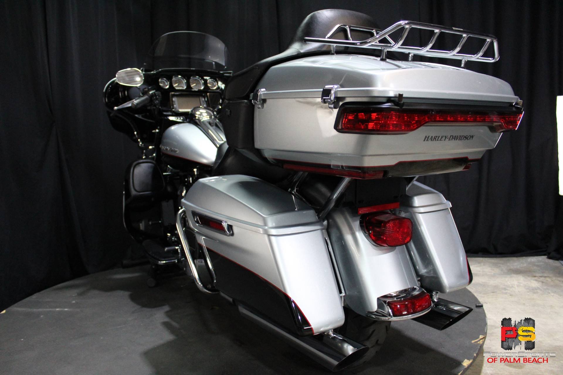 2015 Harley-Davidson Electra Glide® Ultra Classic® in Lake Park, Florida - Photo 24