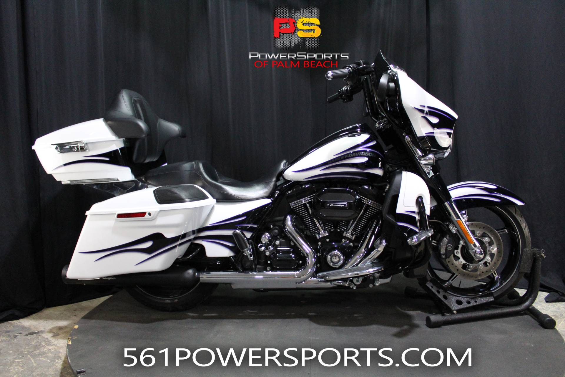 2016 Harley-Davidson CVO™ Street Glide® in Lake Park, Florida - Photo 1