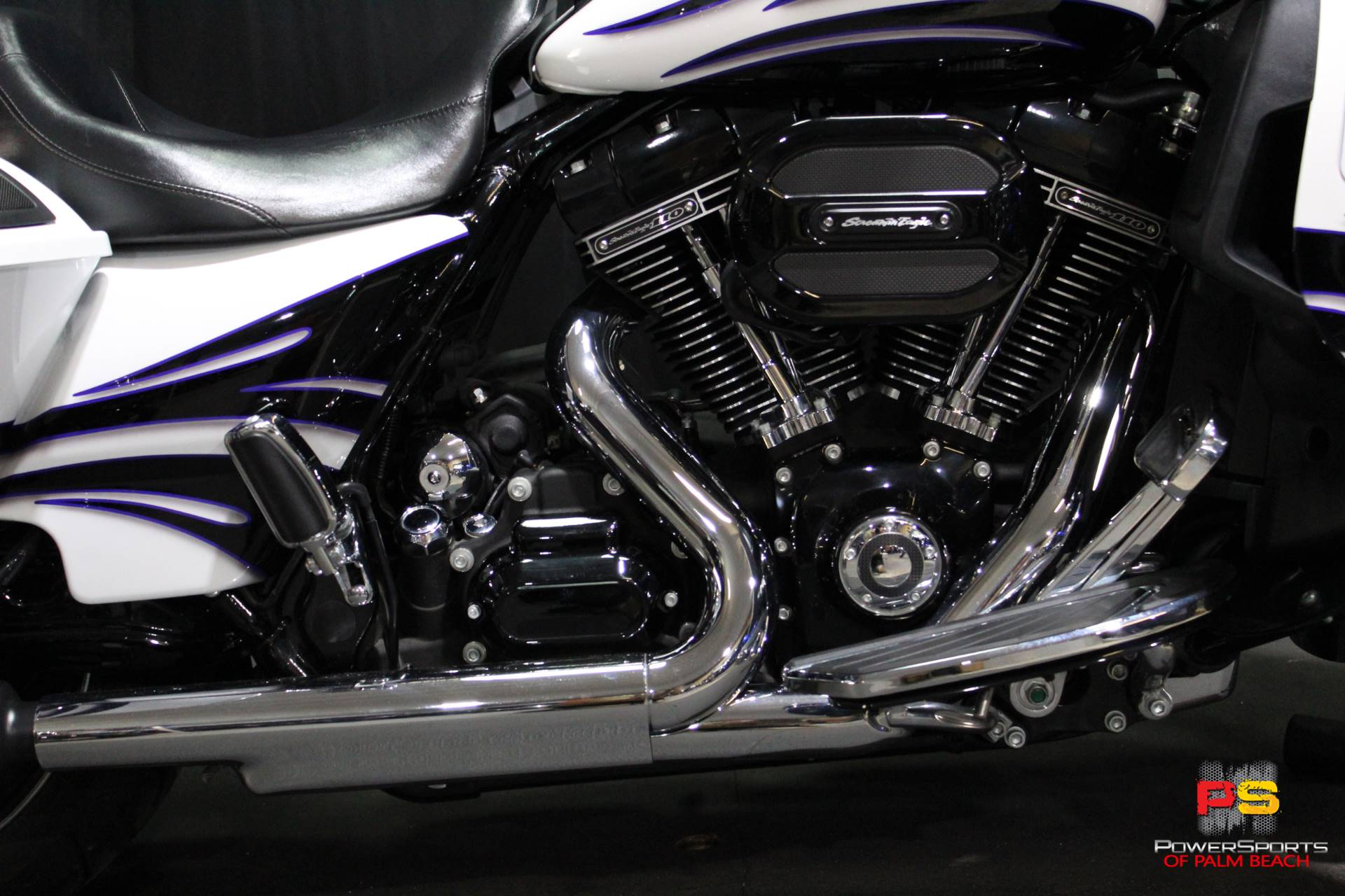 2016 Harley-Davidson CVO™ Street Glide® in Lake Park, Florida - Photo 4