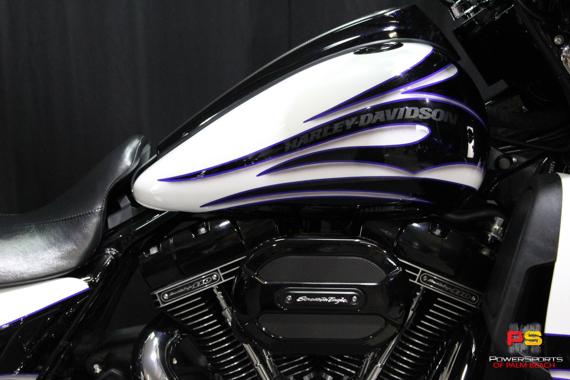 2016 Harley-Davidson CVO™ Street Glide® in Lake Park, Florida - Photo 5