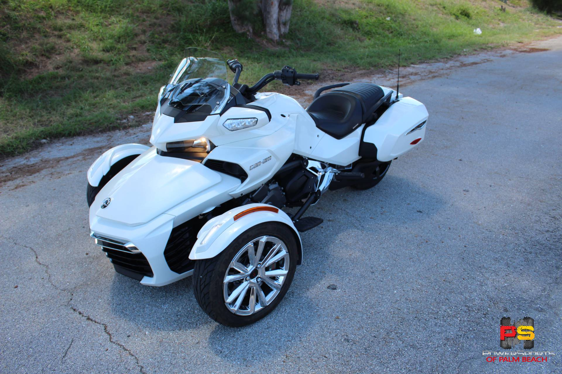 2016 Can-Am Spyder F3 Limited in Lake Park, Florida - Photo 2