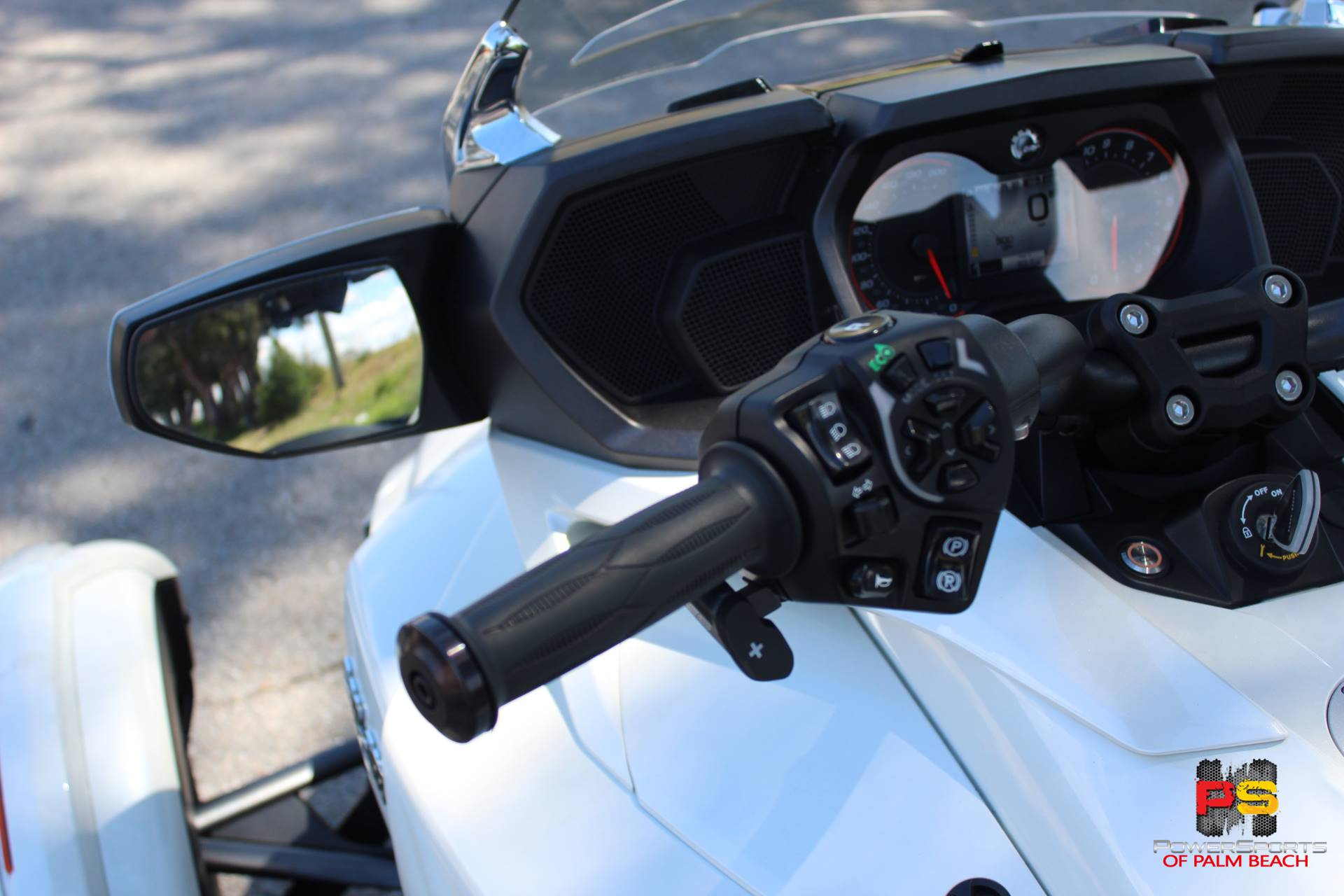 2016 Can-Am Spyder F3 Limited in Lake Park, Florida - Photo 17