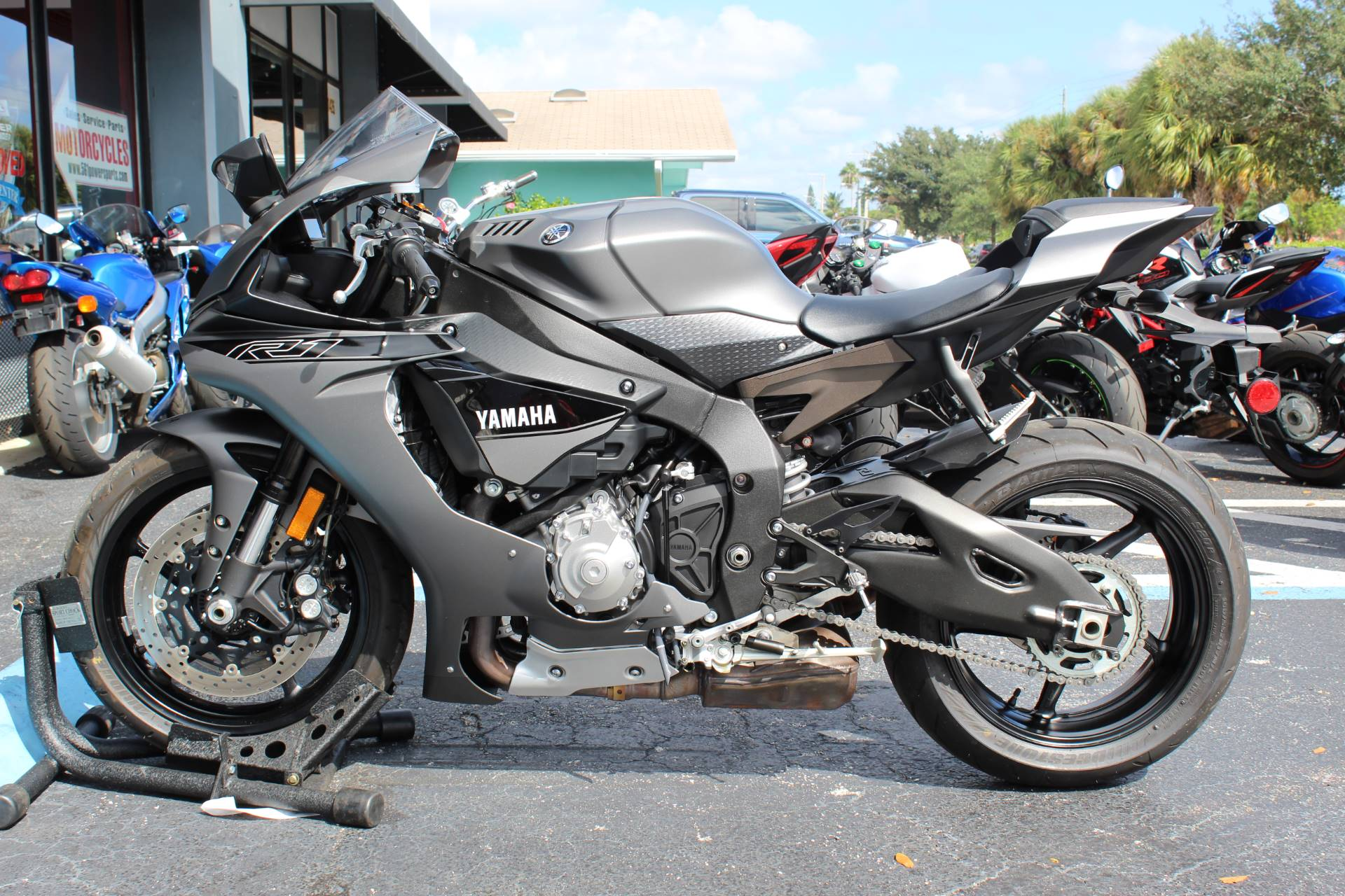 2016 Yamaha YZF-R1S 1