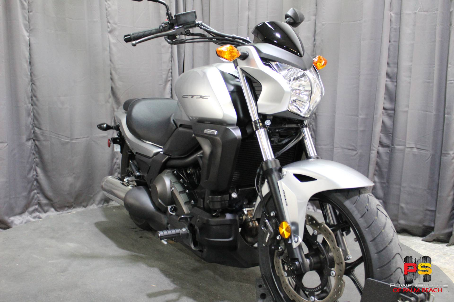 2015 Honda CTX®700N DCT ABS in Lake Park, Florida - Photo 11