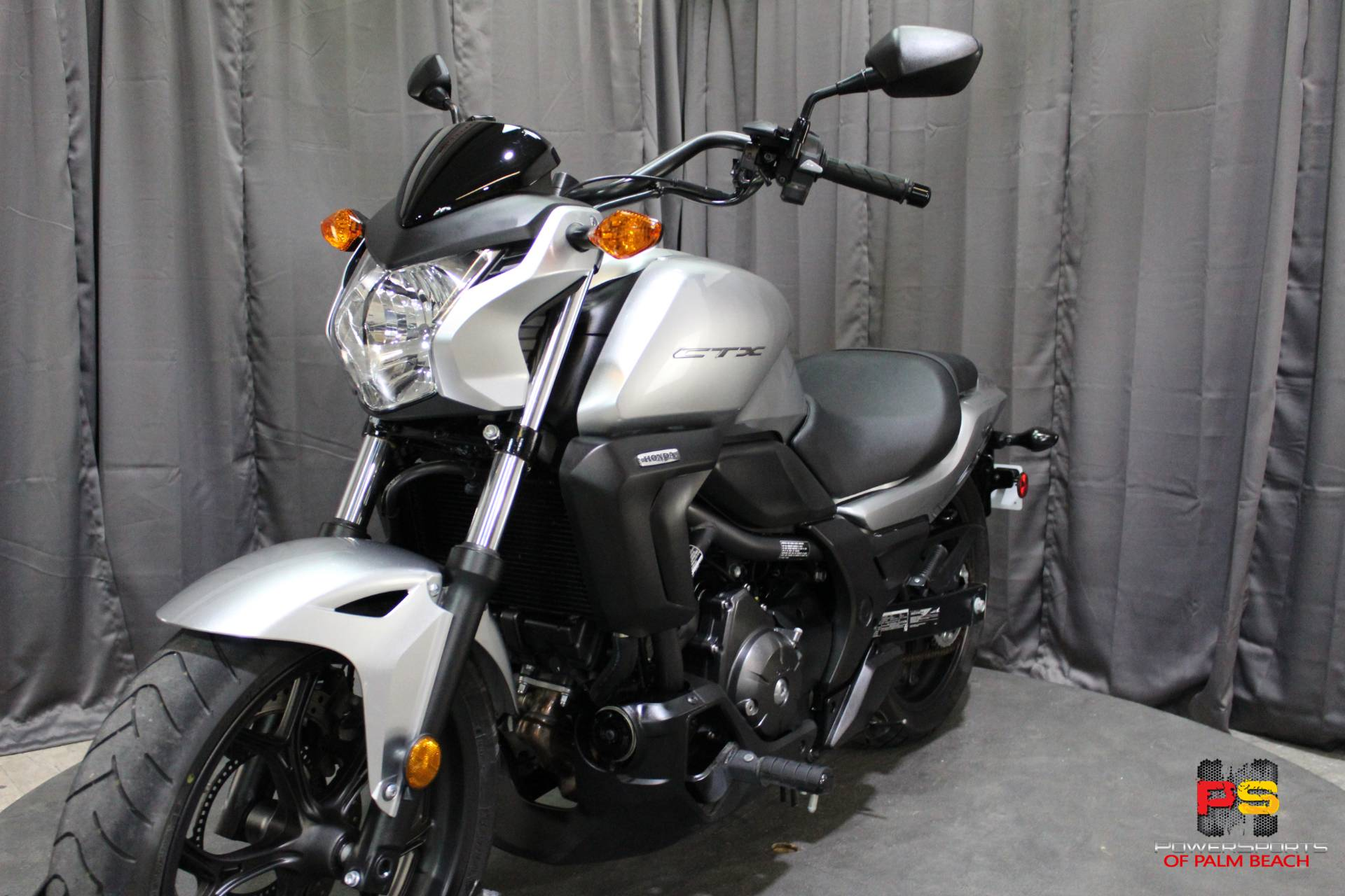 2015 Honda CTX®700N DCT ABS in Lake Park, Florida - Photo 15