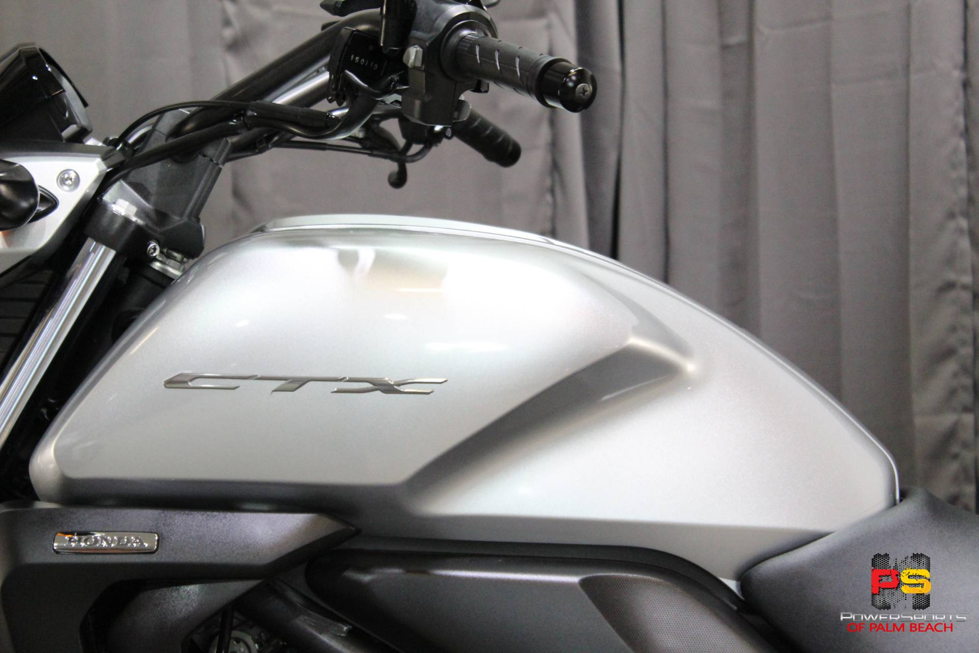 2015 Honda CTX®700N DCT ABS in Lake Park, Florida - Photo 22
