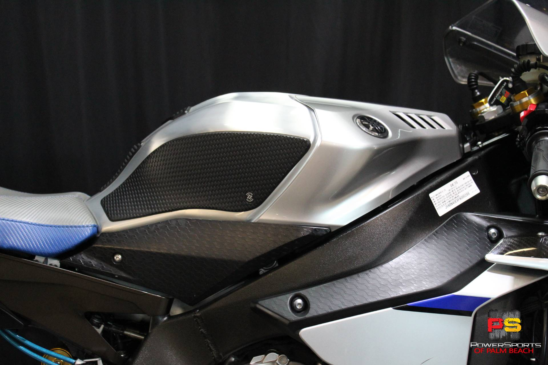 2015 Yamaha YZF-R1M in Lake Park, Florida - Photo 7