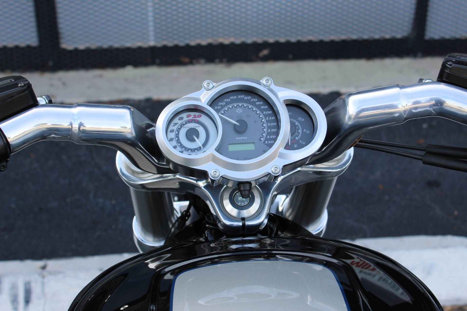 2013 Harley-Davidson V-Rod Muscle® in Lake Park, Florida - Photo 19