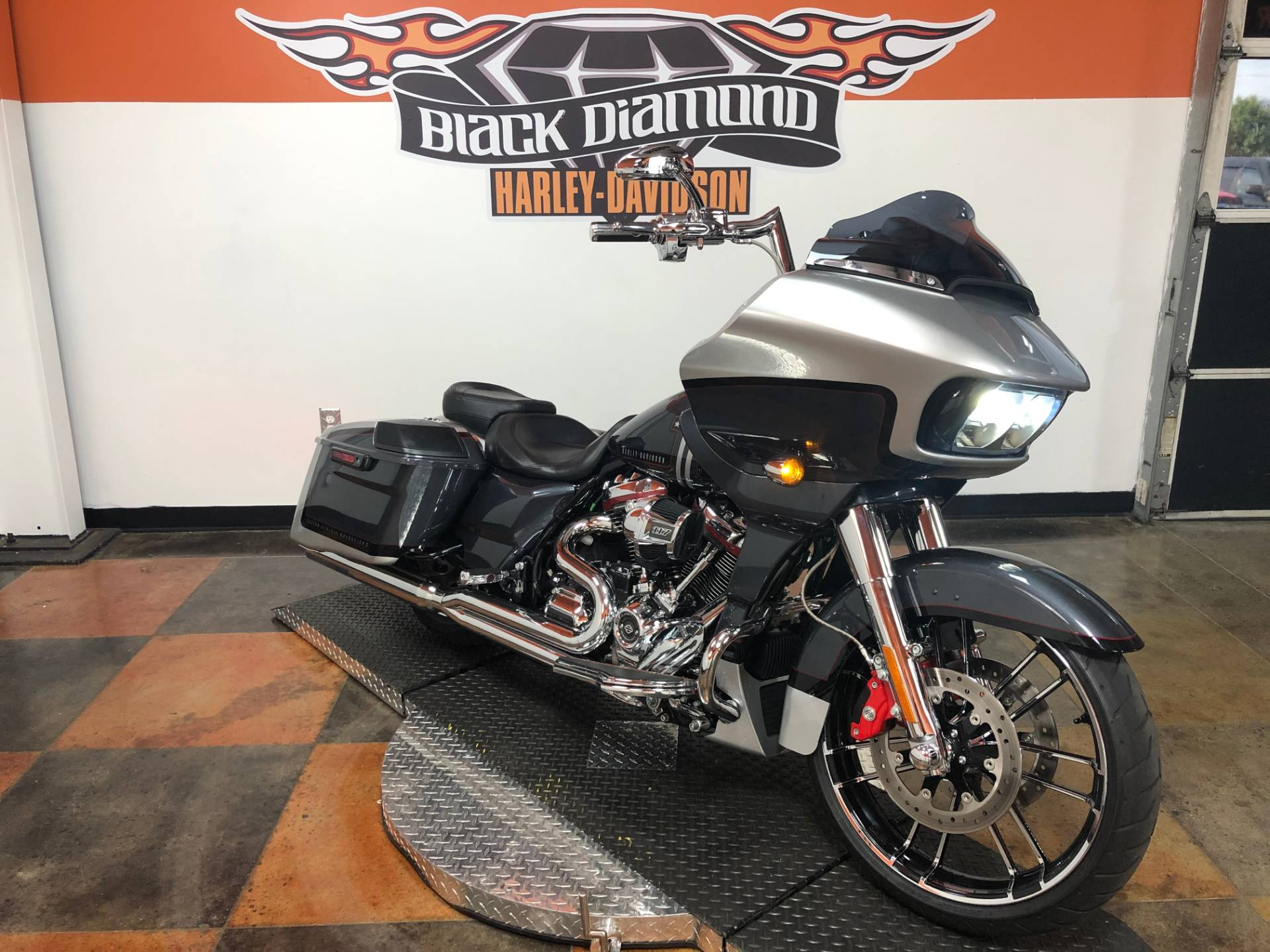 2019 Harley-Davidson CVO™ Road Glide® in Marion, Illinois - Photo 12