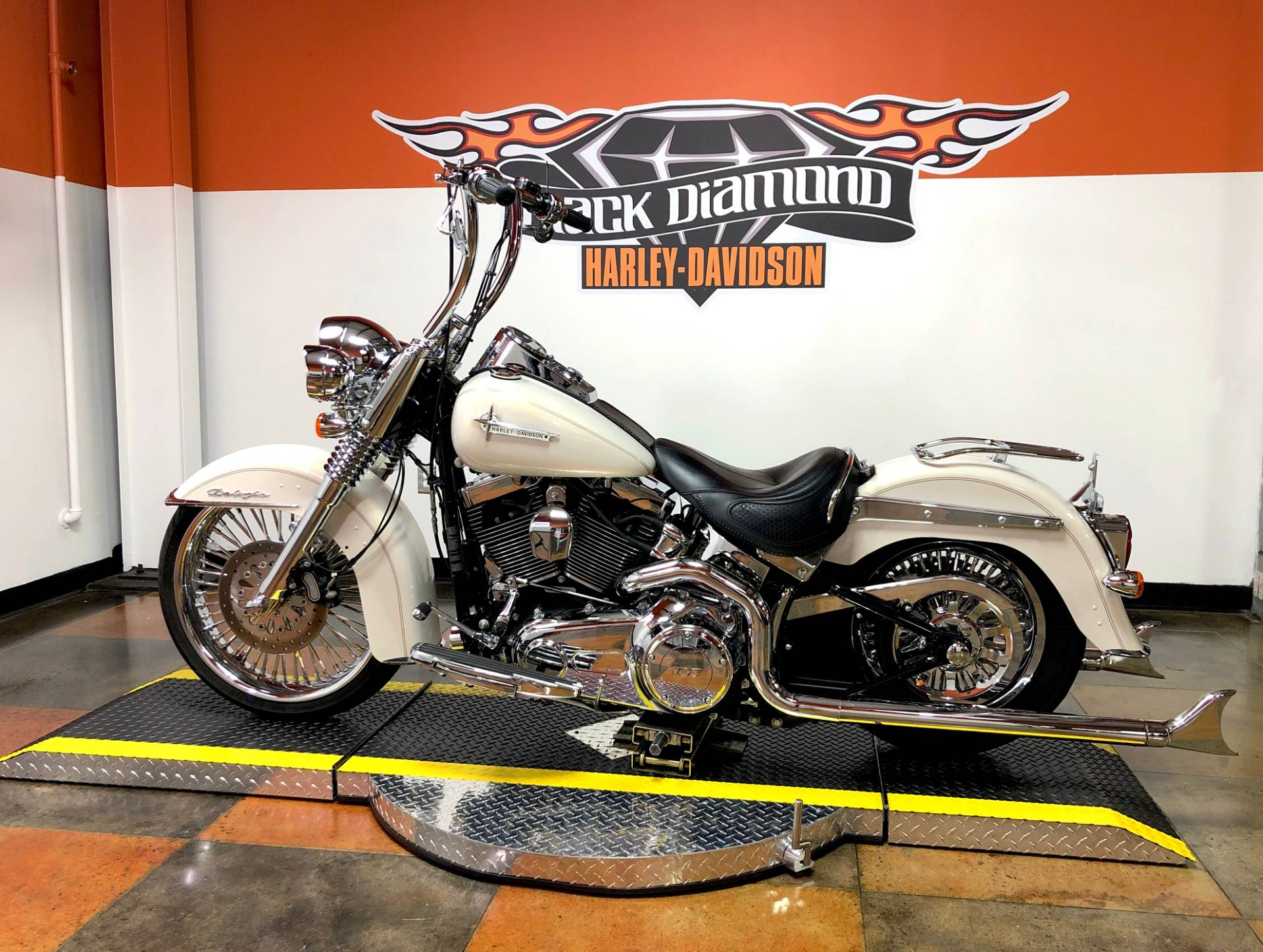 2014 Harley-Davidson Softail® Deluxe in Marion, Illinois - Photo 4