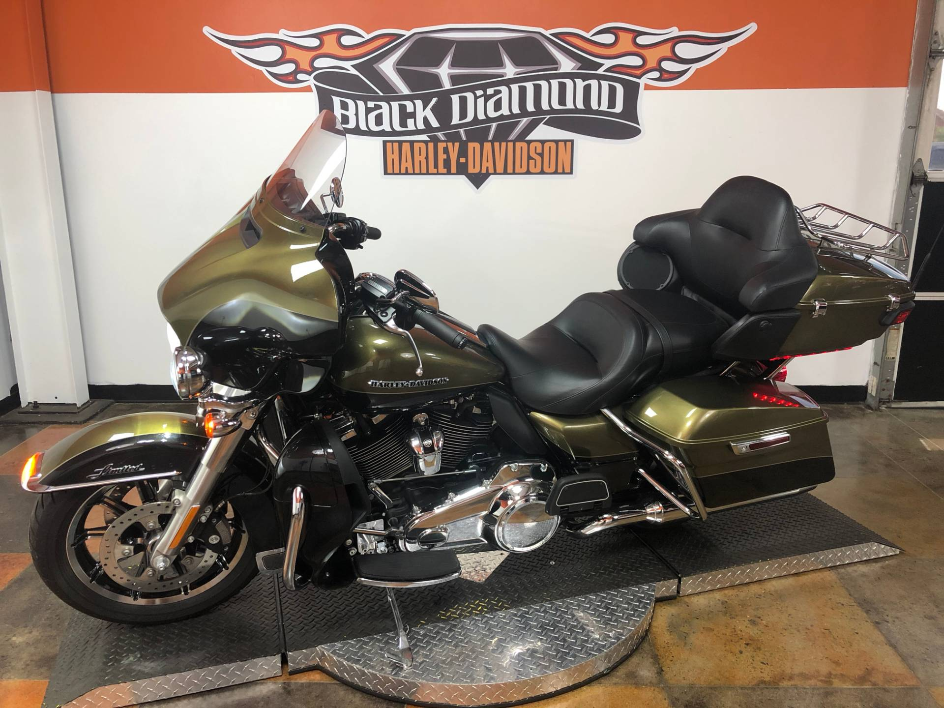 2018 Harley-Davidson Ultra Limited in Marion, Illinois - Photo 2