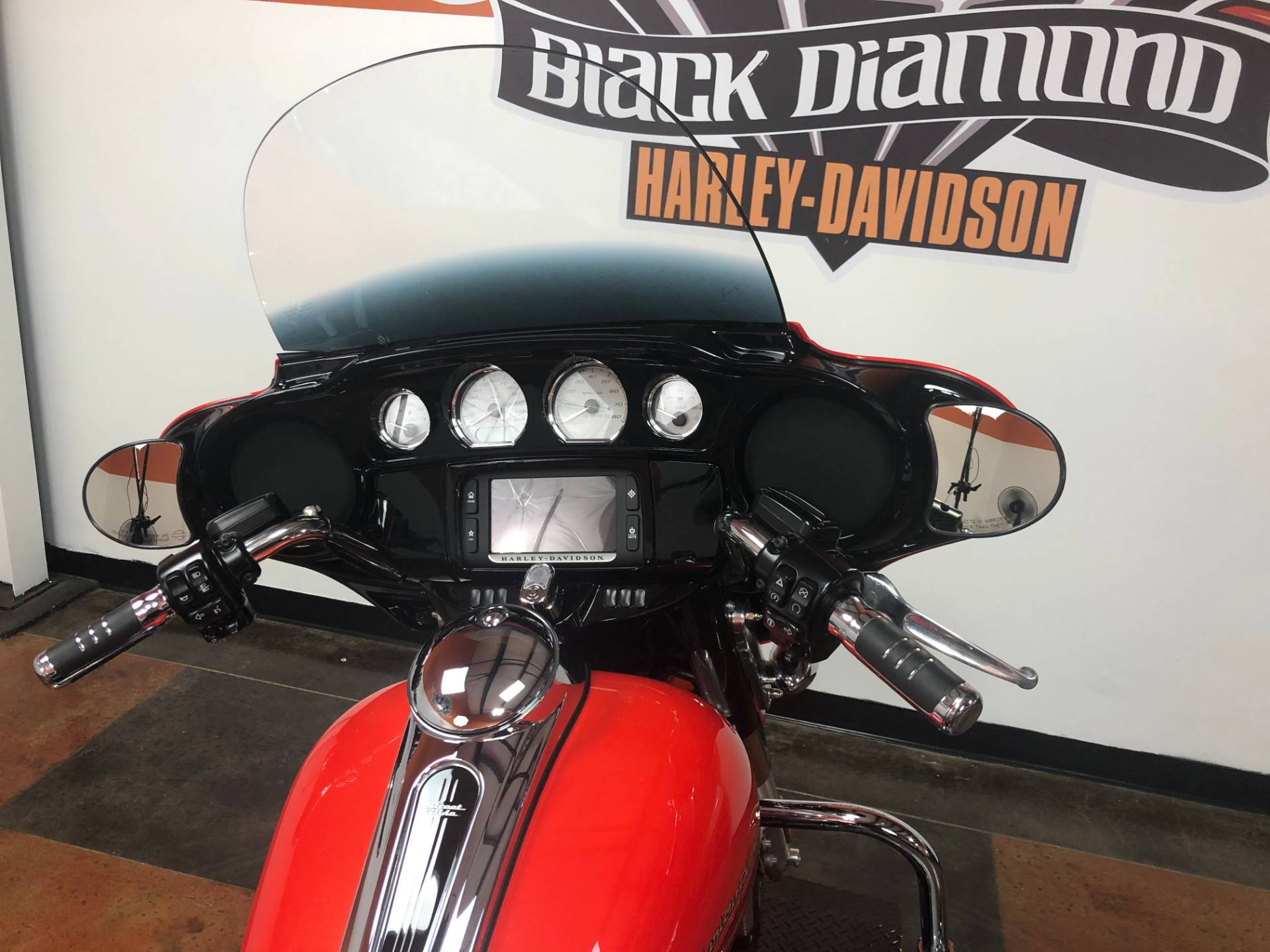 2017 Harley-Davidson Street Glide® Special in Marion, Illinois - Photo 9