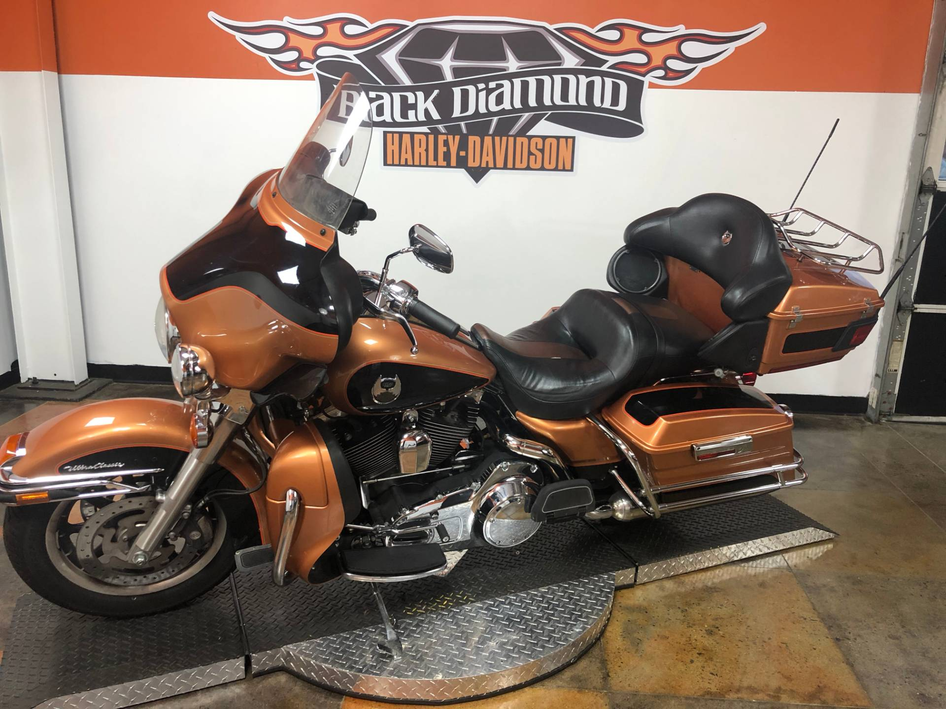 2008 Harley-Davidson Ultra Classic® Electra Glide® in Marion, Illinois - Photo 2