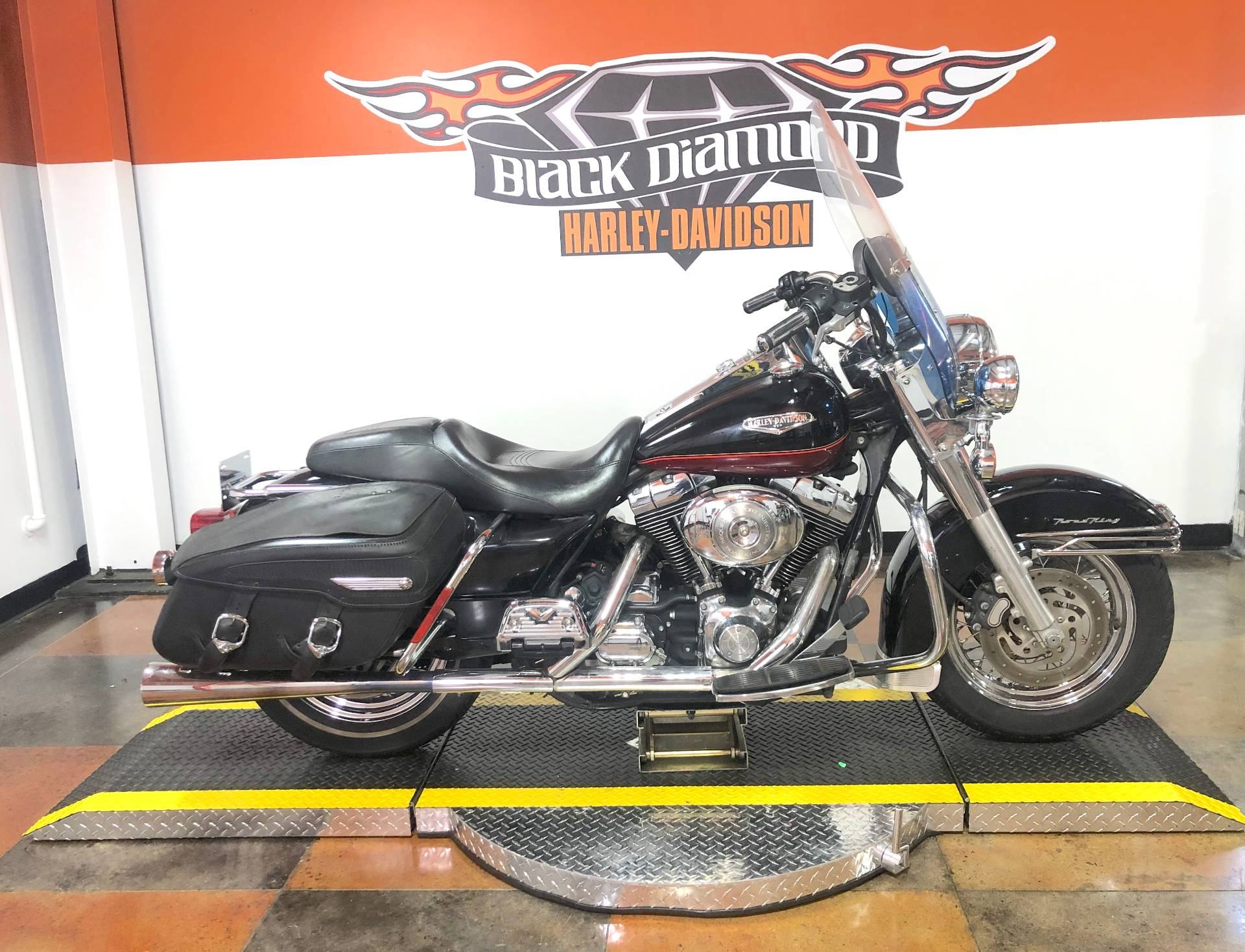Used 2005 Harley Davidson Flhrci Road King Classic Two Tone Vivid Black Lava Red Sunglo Motorcycles In Marion Il U625863a