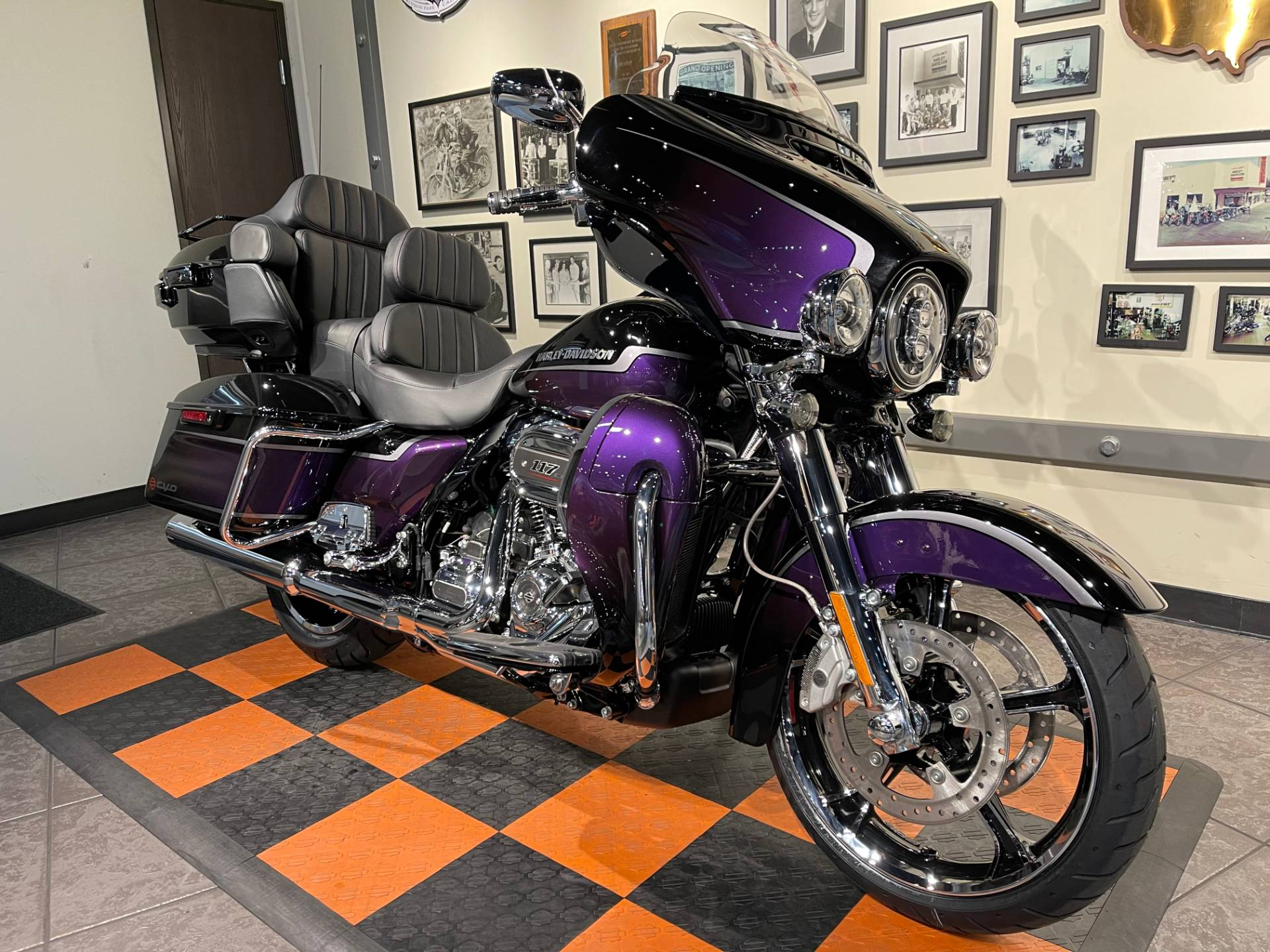 2021 Harley-Davidson CVO™ Limited in Baldwin Park, California - Photo 3