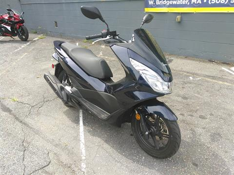 2018 Honda PCX150 in West Bridgewater, Massachusetts - Photo 2