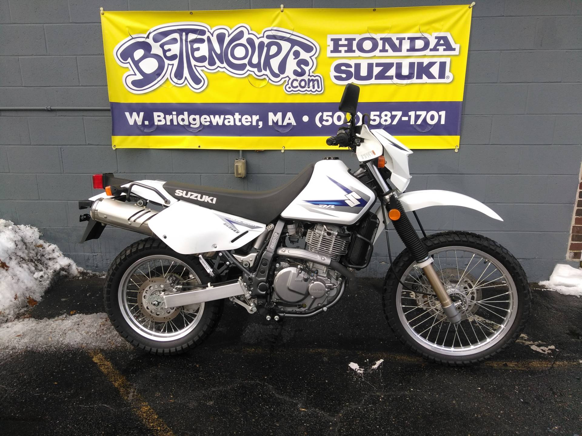 2011 Suzuki DR650SE in West Bridgewater, Massachusetts