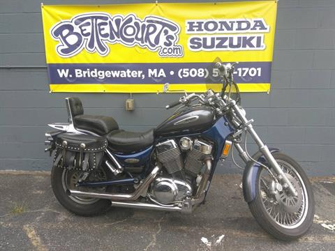 2001 Suzuki Intruder 1400 in West Bridgewater, Massachusetts