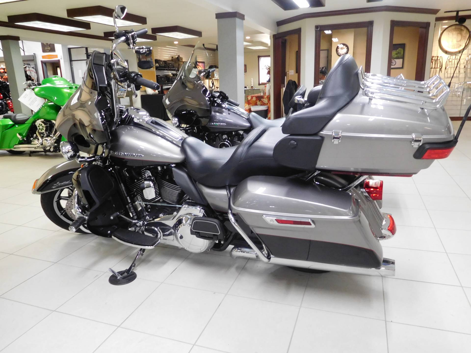 2016 Harley-Davidson Ultra Limited in Rochester, Minnesota - Photo 2