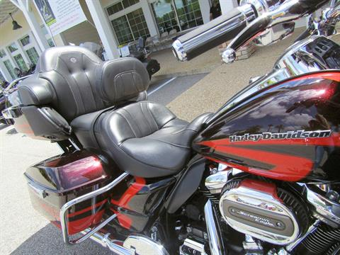 2017 Harley-Davidson CVO™ Limited in Shallotte, North Carolina - Photo 8