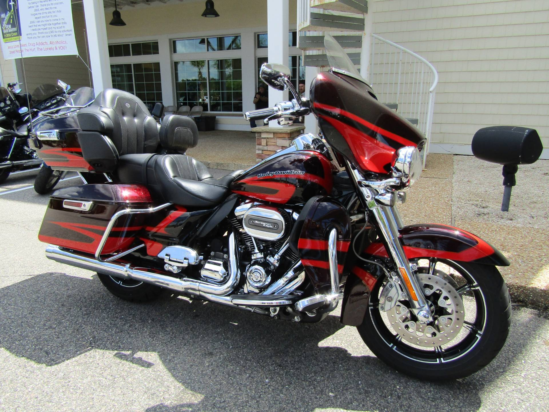 2017 Harley-Davidson CVO™ Limited® in Wilmington, North Carolina - Photo 2