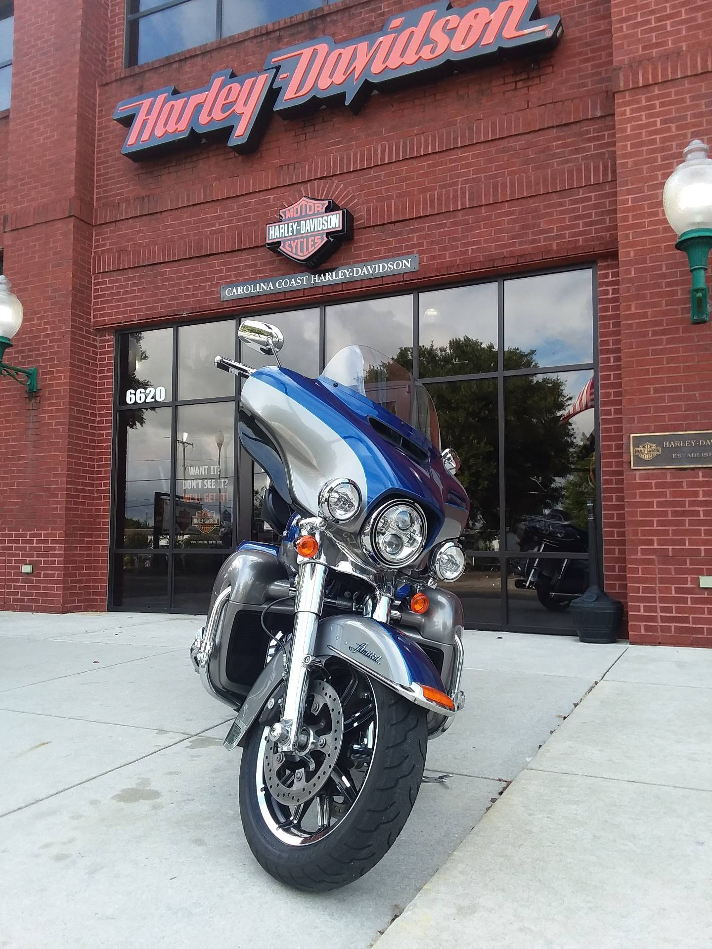 2017 Harley-Davidson Electra Glide® Ultra Limited® in Wilmington, North Carolina - Photo 2