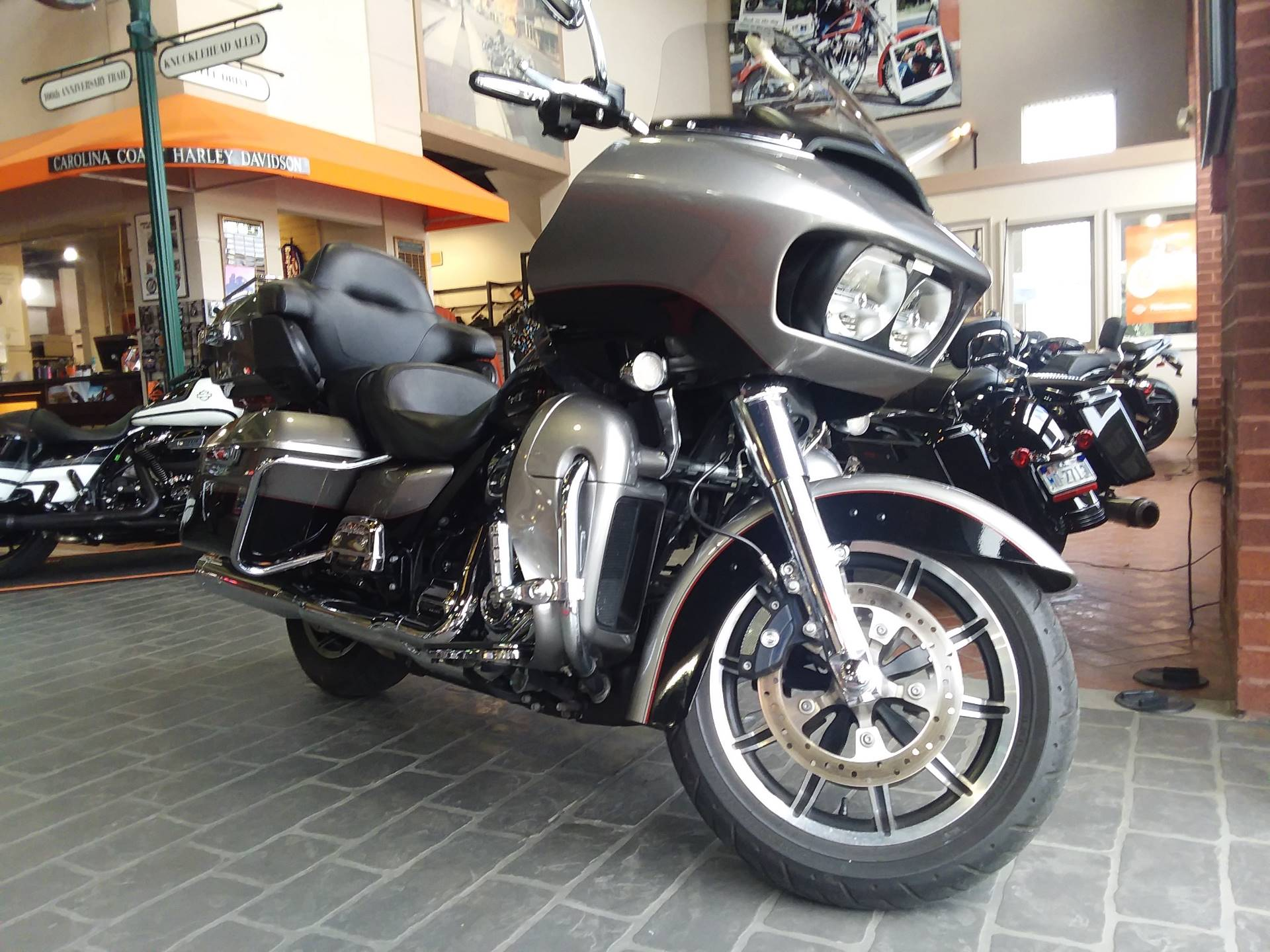 2017 Harley-Davidson Road Glide® Ultra in Wilmington, North Carolina - Photo 2