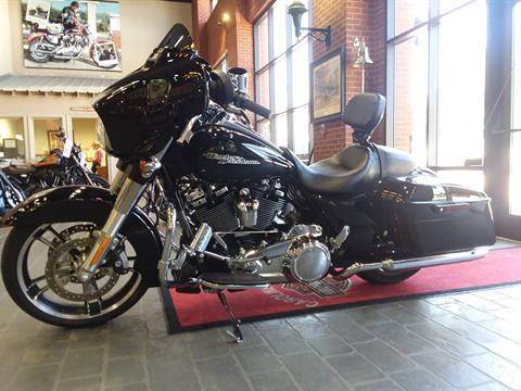 2017 Harley-Davidson Street Glide® Special in Wilmington, North Carolina - Photo 2