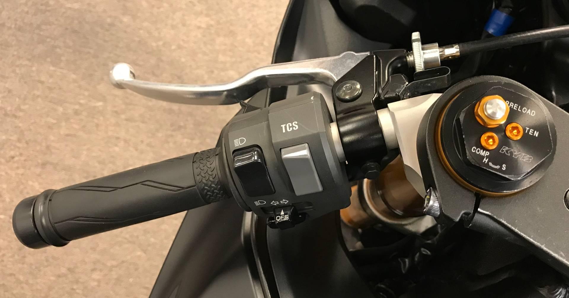 2017 Yamaha YZF-R6 10