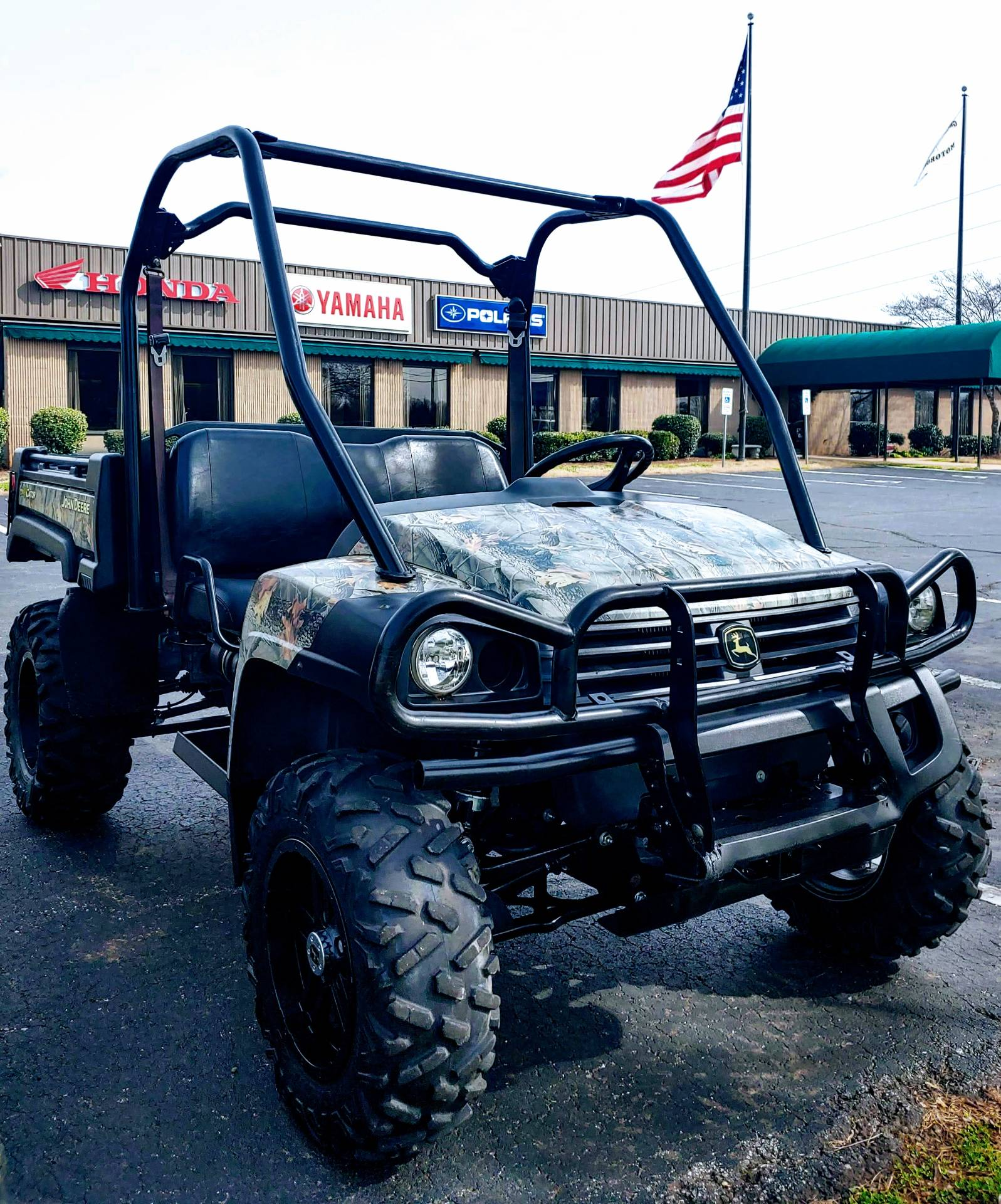 2010 John Deere Gator 825i in Statesville, North Carolina