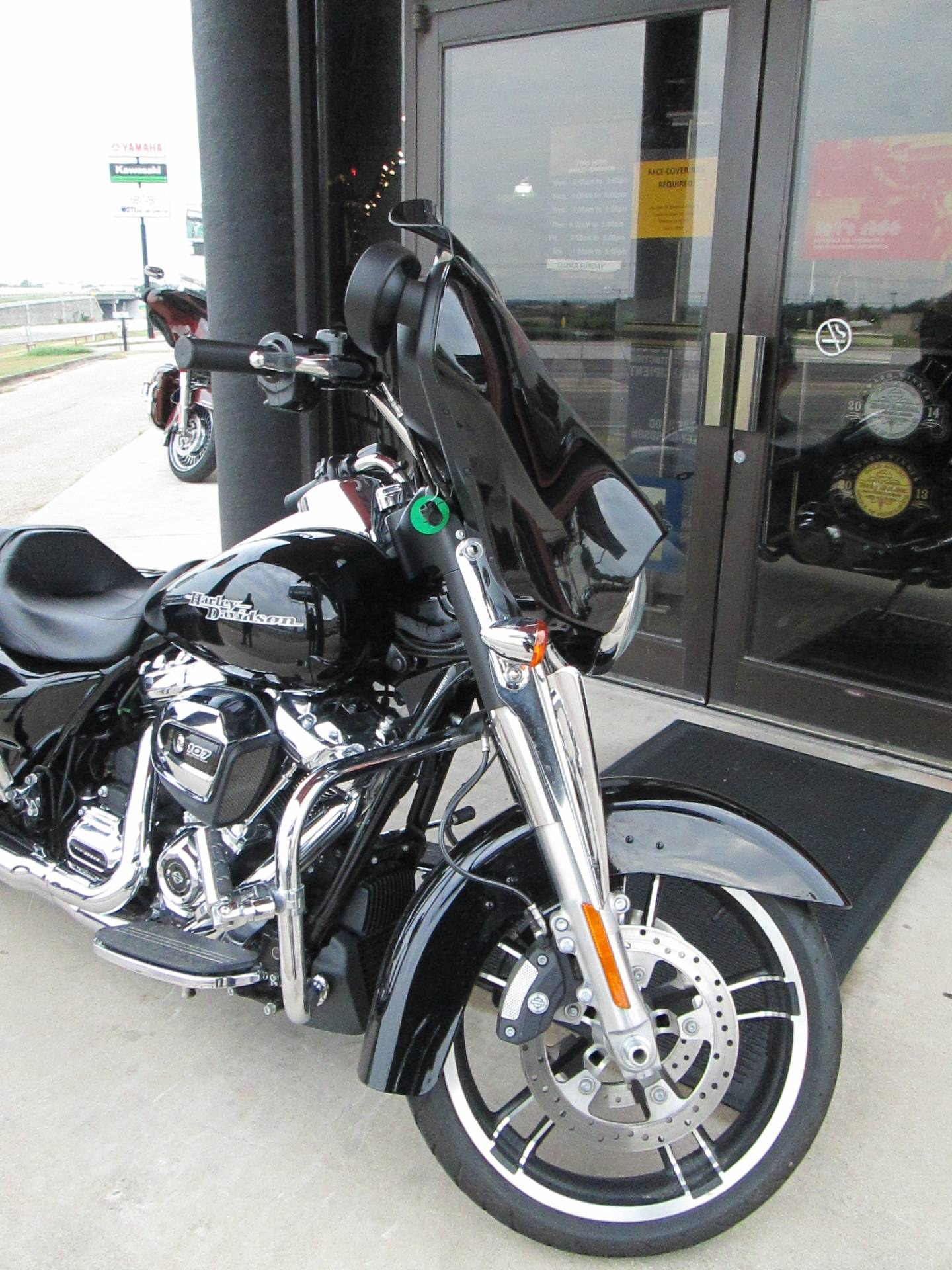 2017 Harley-Davidson Street Glide® in Harker Heights, Texas - Photo 2