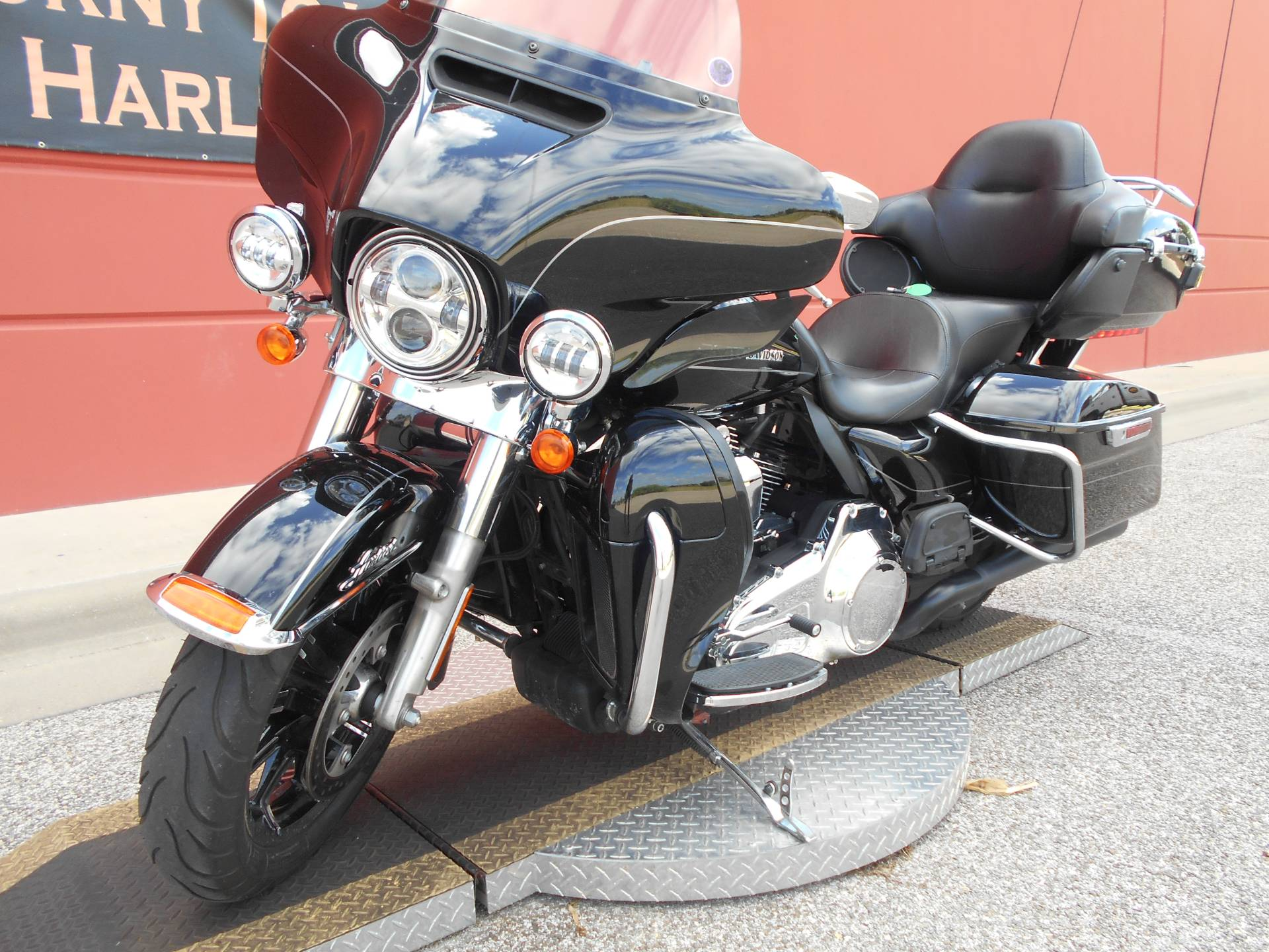 2015 Harley-Davidson Ultra Limited Low in Temple, Texas - Photo 17