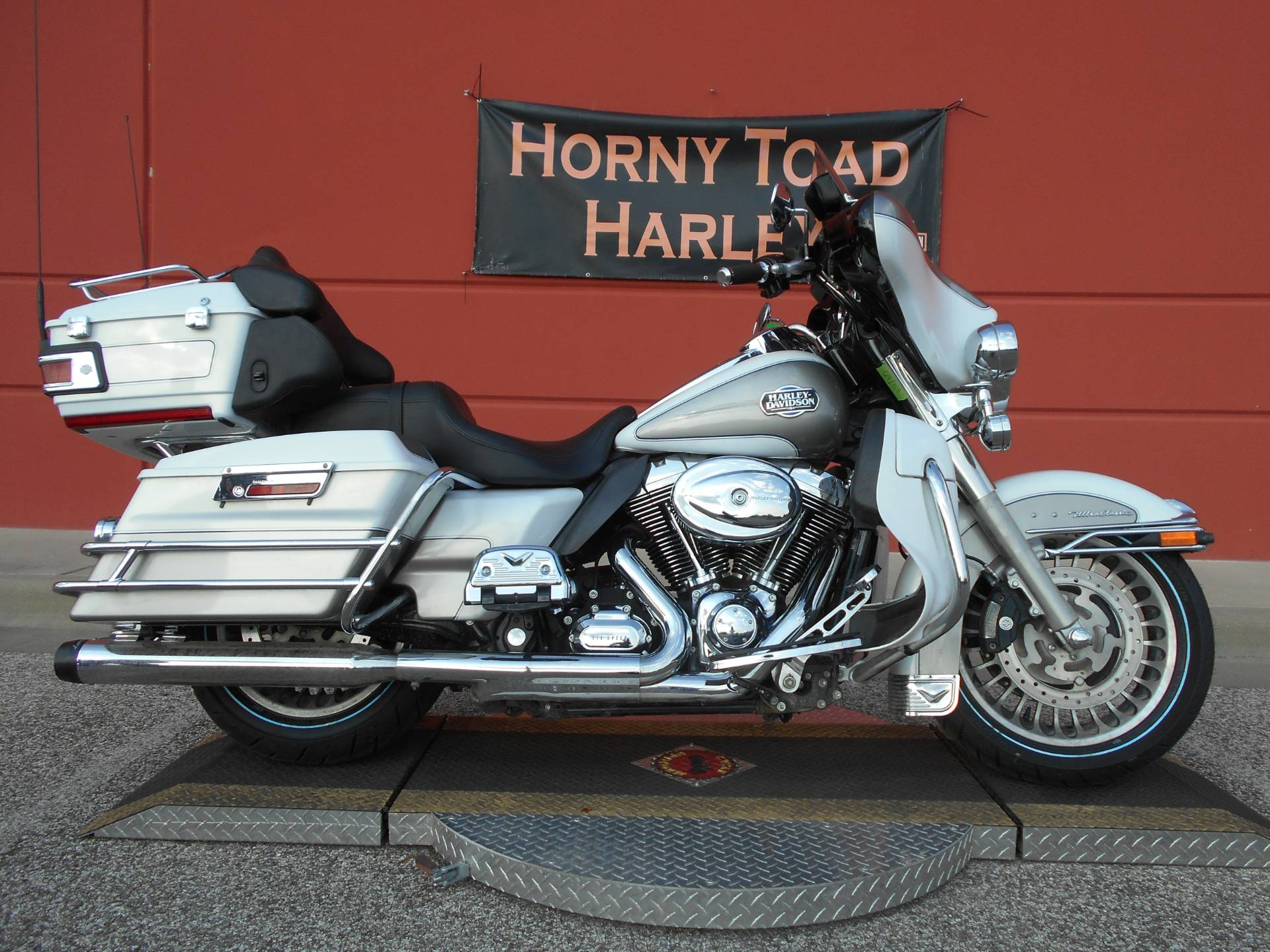 2009 Harley-Davidson Ultra Classic® Electra Glide® in Temple, Texas - Photo 2