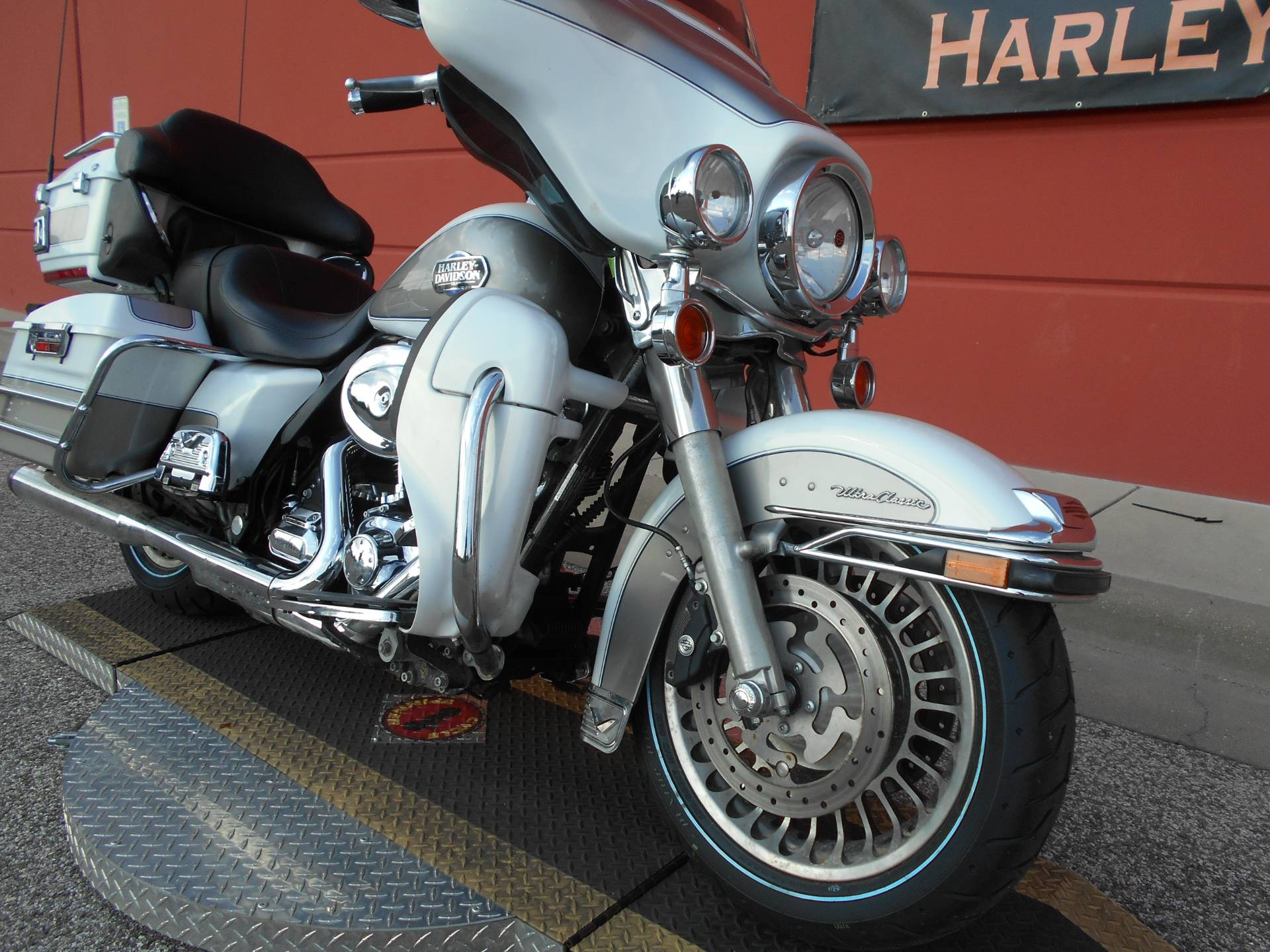 2009 Harley-Davidson Ultra Classic® Electra Glide® in Temple, Texas - Photo 3