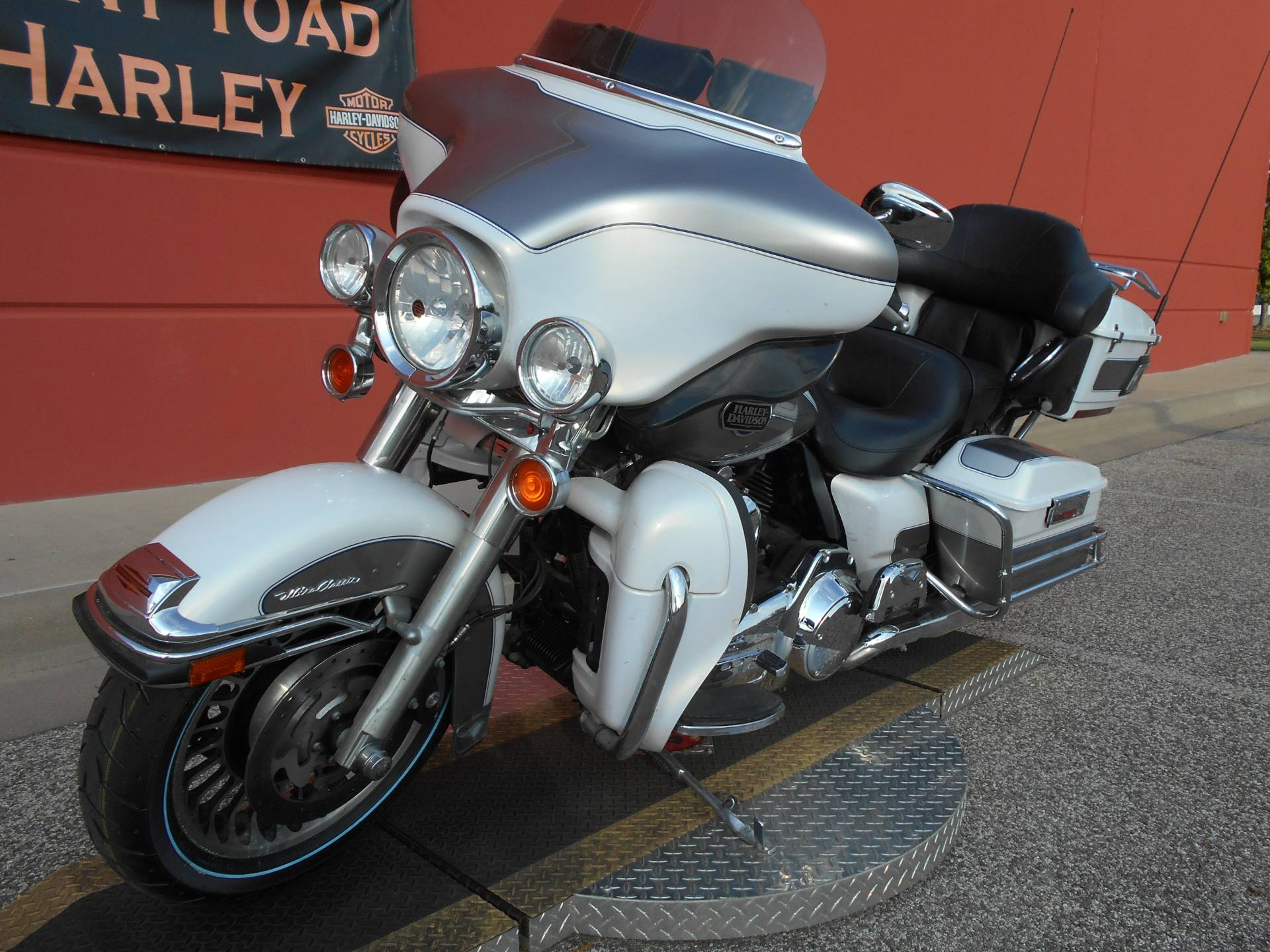 2009 Harley-Davidson Ultra Classic® Electra Glide® in Temple, Texas - Photo 15