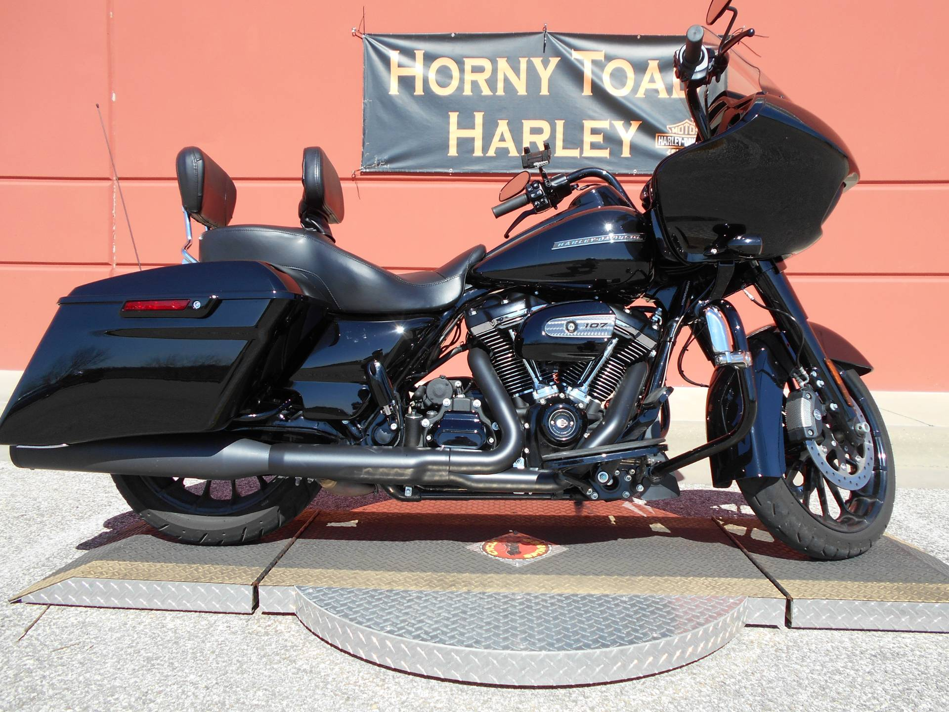2018 Harley-Davidson Road Glide® Special in Temple, Texas - Photo 2