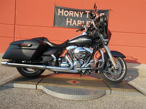 2015 Harley-Davidson Street Glide® Special in Temple, Texas - Photo 2