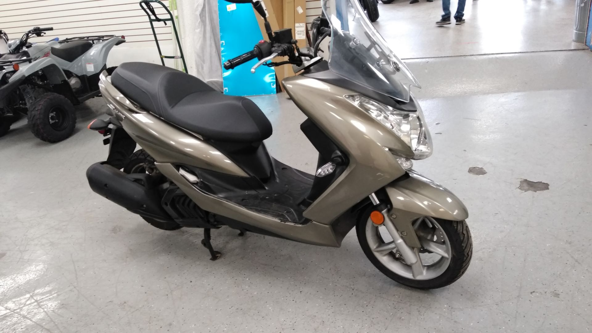 2015 Yamaha S-MAX in Queens Village, New York - Photo 4
