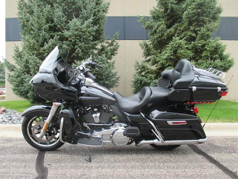 2017 Harley-Davidson Road Glide® Ultra in Alexandria, Minnesota - Photo 2