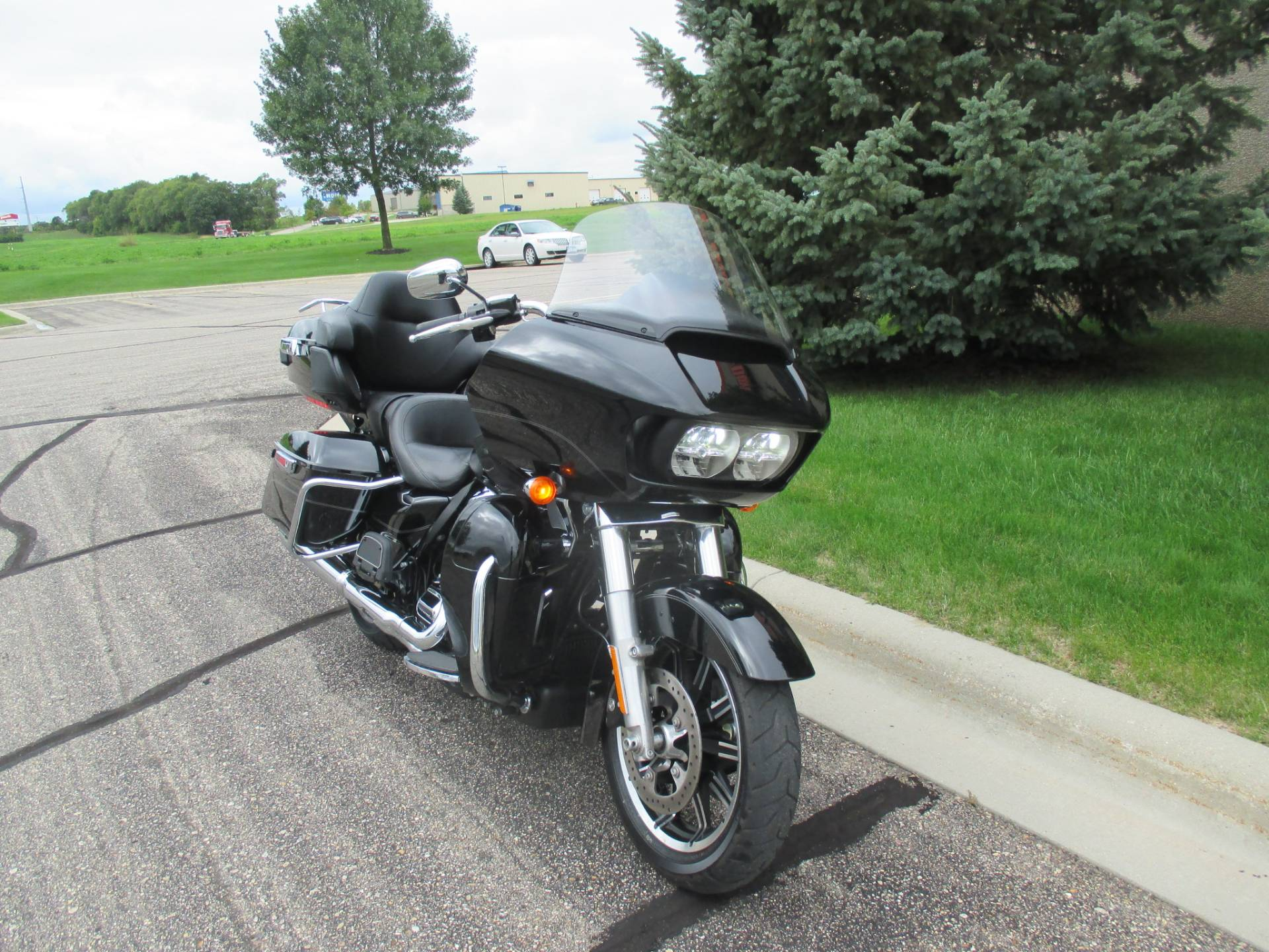 2017 Harley-Davidson Road Glide® Ultra in Alexandria, Minnesota - Photo 3