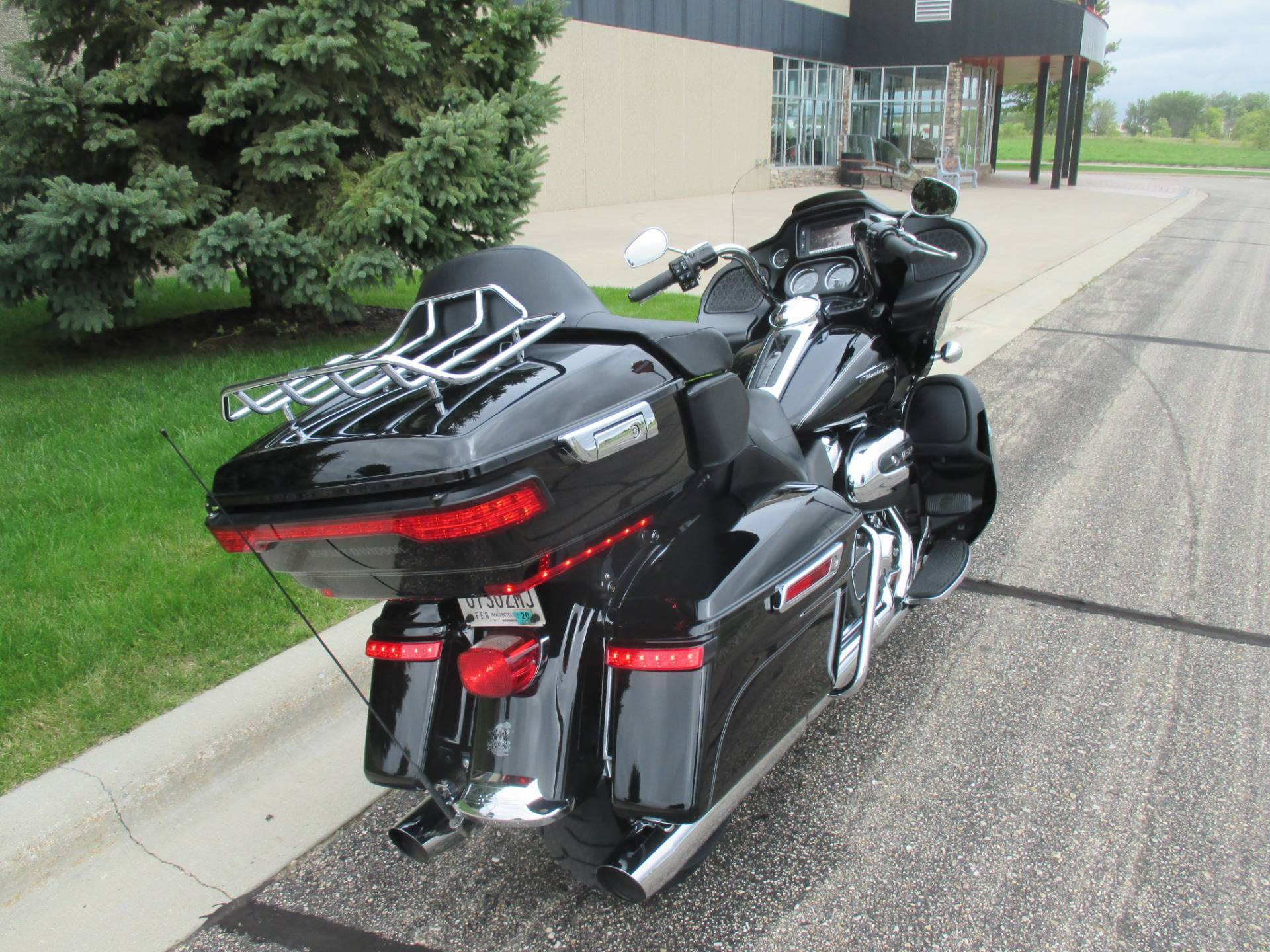 2017 Harley-Davidson Road Glide® Ultra in Alexandria, Minnesota - Photo 4